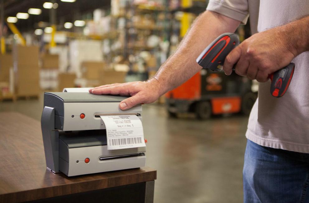 Imprimanta coduri de bare: de ce să o folosesti cu un sistem de gestiune stocuri?